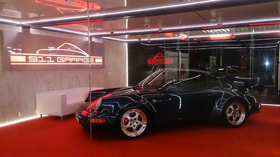 BOXME containers Porsche Showroom